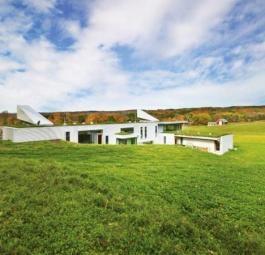 Луговой дом в Канаде растворяется в окружающих ландшафтах