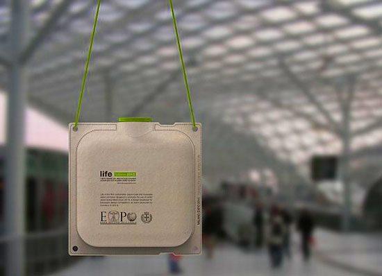 Экологичный контейнер для воды сделан из вторичной переработанной бумаги